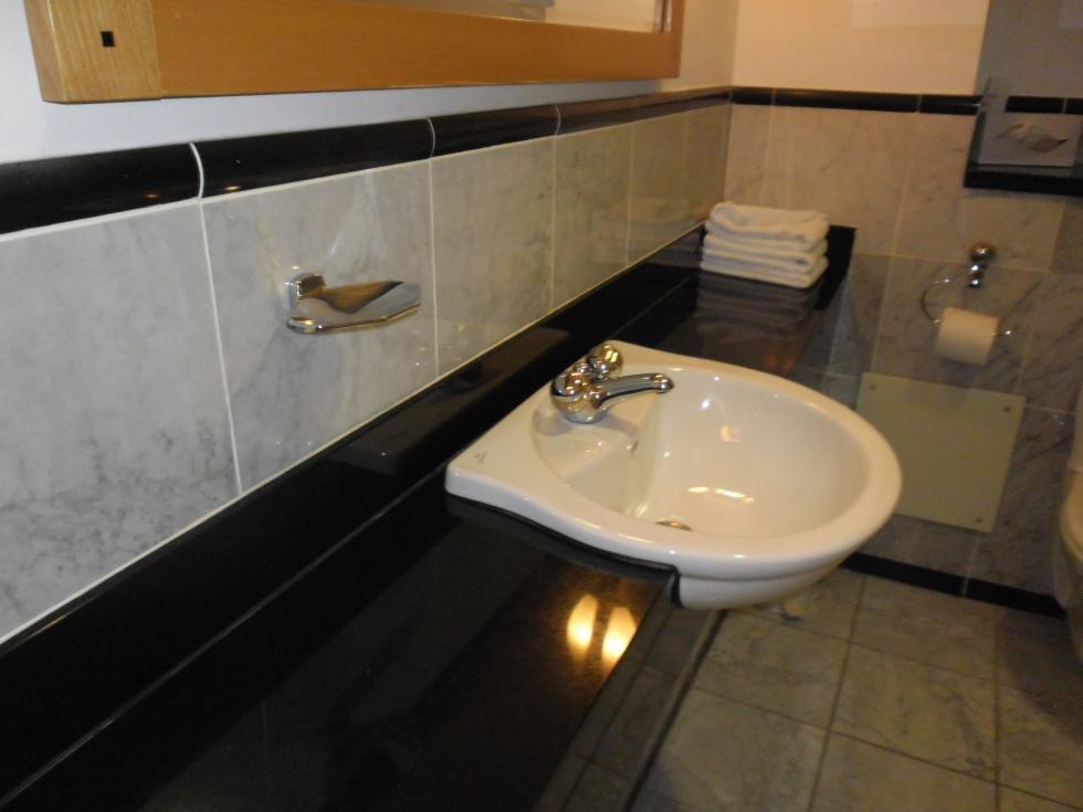 Łazienka w Hotelu Stollorgan Park w Dublinie. sieć Tallbot hotels. zdj. Latek hotels