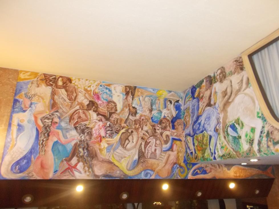Wszechobecne freski na korytarzach recepcyjnych i lobby przedstawiają starożytne greckie pochodzenie Sycylii.zdj. Latek Hotels