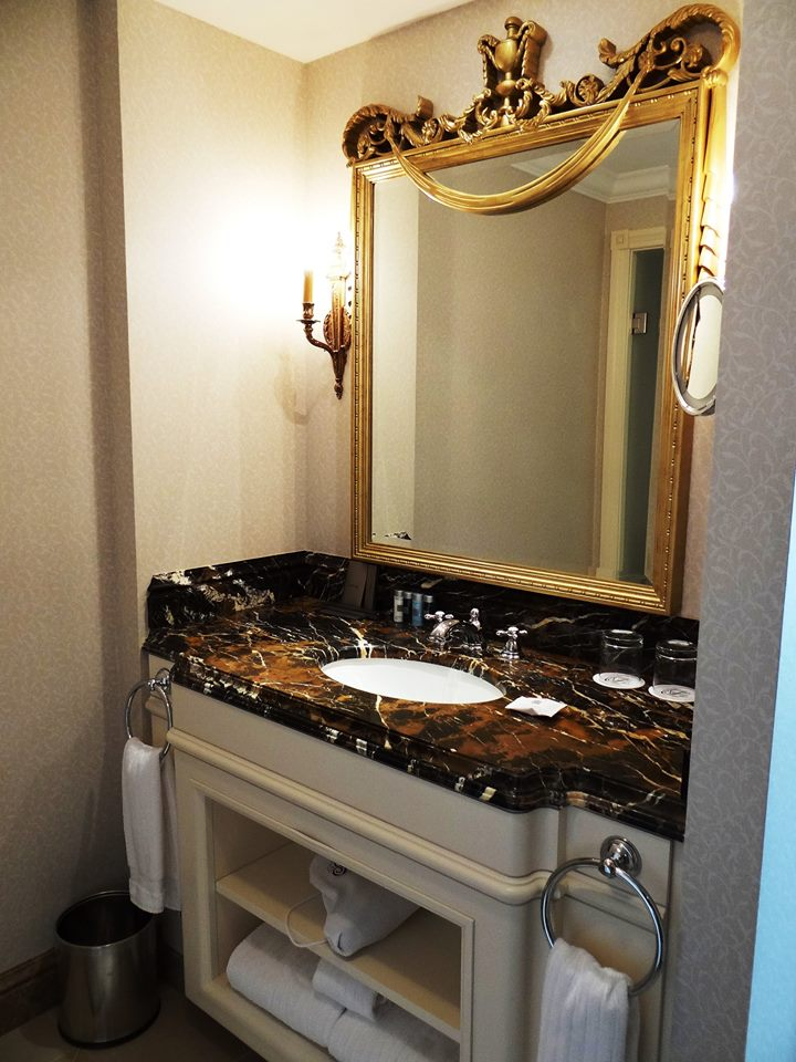 Hotel Fairmont Grand Kyiv łazienka zdj. Marek